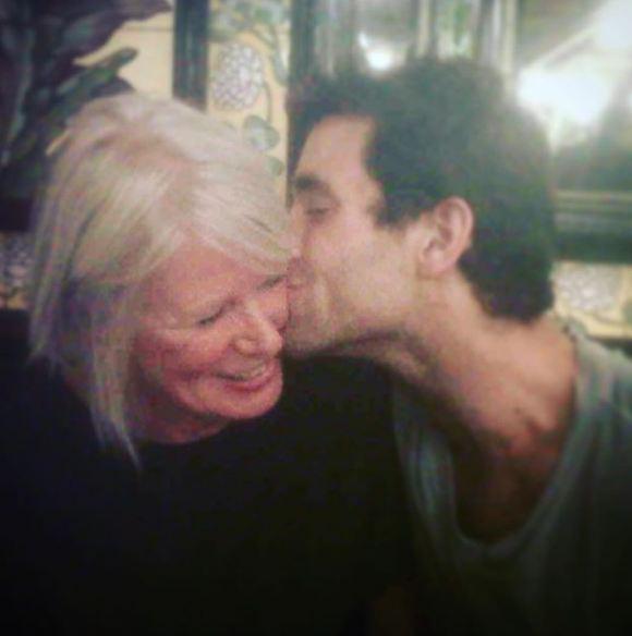 Oliver-Jackson-Cohen-Mother